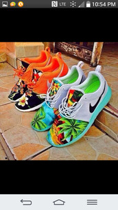 shoes,colorful shoes,workout shoes,nike roshe run,palm tree print,shoes nikes tribal print,nike roshe tropical,tropical roshe runs,roshes,tropical roshe,tropical roshe run