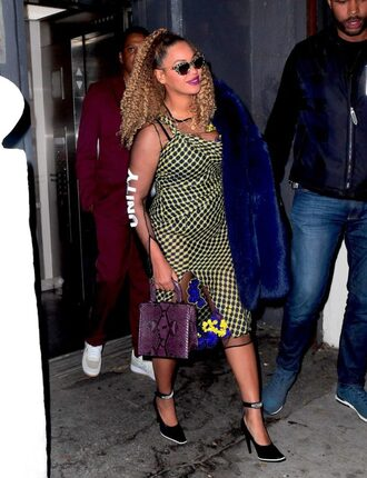 dress pumps sandals midi dress beyonce celebrity shoes sunglasses