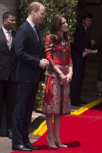 dress clutch pumps kate middleton spring outfits shoes