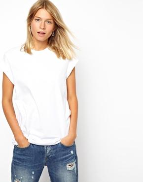 ASOS | Camiseta boyfriend con mangas enrolladas de ASOS en ASOS
