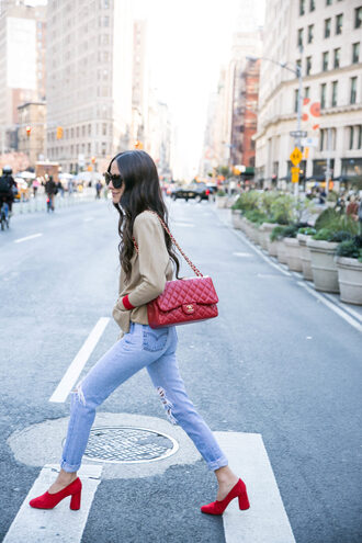 something navy blogger sweater jeans shoes sunglasses jewels bag chanel bag pink bag red shoes pumps fall outfits