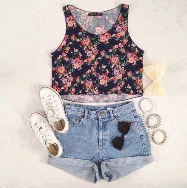 t-shirt shoes shorts sunglasses roses floral crop top cute vans grey fluffy cool 90s style goth pastel goth blouse tank top shirt summer outfits top floral tank top flowers crop tops short nice hot scarf