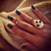 jewels,black,ring,skull,knuckle ring,nail polish,nails,hand,jewelry,gold,diamonds,girly,Accessory