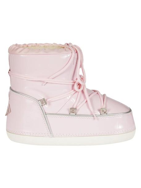 snow boots snow shoes