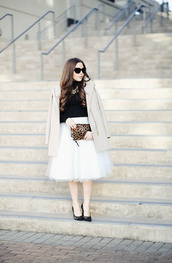 dress corilynn,blogger,skirt,sweater,shoes,bag,sunglasses,coat,jewels,tulle skirt,beige coat,animal print,animal print bag,clutch,high heel pumps,pumps