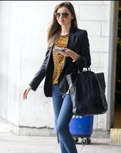 jacket,miranda kerr,vest,veste,black,noire,blouse,t-shirt,leopard print,yellow,yellow top,jeans,denim,bag,sunglasses,jewels,clothes