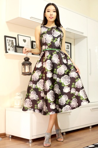 aibina's blog blogger belted dress floral dress roses midi dress 50s style