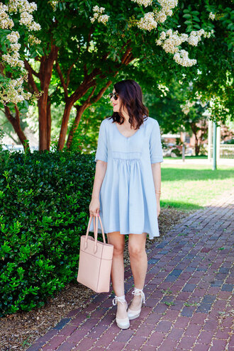 kendi everyday blogger dress blue dress light blue tote bag