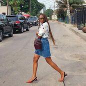 skirt,denim,denim skirt,top,white top,shoes,mules