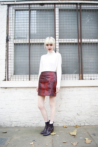 stella's wardrobe blogger snake ankle boots red skirt fall skirt