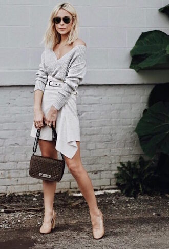 le fashion image blogger sweater skirt bag shoes pumps grey sweater