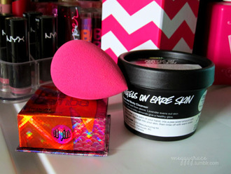 make-up beauty blender benefit benefit cosmetics lush nyx