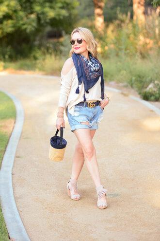 thehuntercollector blogger top shorts belt shoes scarf bag