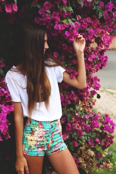 pink flowers floral pink shorts high waisted short summer floral shorts light blue summer outfits fitted flowers lovely pretty blue greece white t-shirt fashion high heels shirt floral high waisted shorts