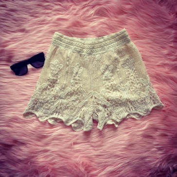 Summer days lace crotchet shorts