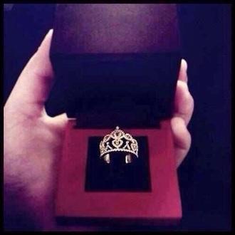 jewels ring queen