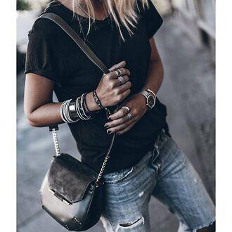 bag khaki chain bag shoulder bag accessories accessory jewels jewelry bracelets ring watch t-shirt black t-shirt denim jeans blue jeans ripped jeans