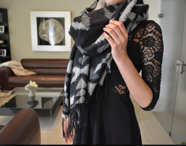 scarf aztec black and white