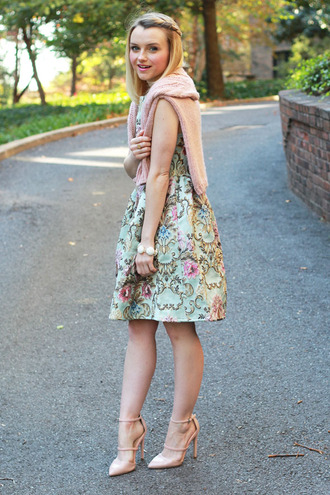 poor little it girl blogger retro romantic jacquard floral dress