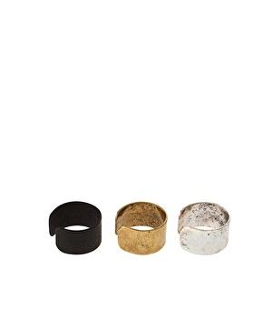 Lot de trois bijoux d'oreille chez asos