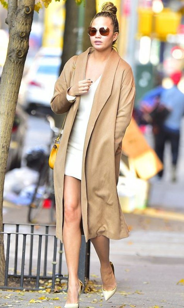 coat camel camel coat chrissy teigen pumps fall outfits dress shoes