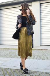 skirt,tumblr,midi skirt,gold skirt,pleated,pleated skirt,metallic pleated skirt,metallic,top,black top,jacket,black jacket,black leather jacket,leather jacket,bag,black bag,shoes,black shoes,sunglasses,black sunglasses,fall outfits
