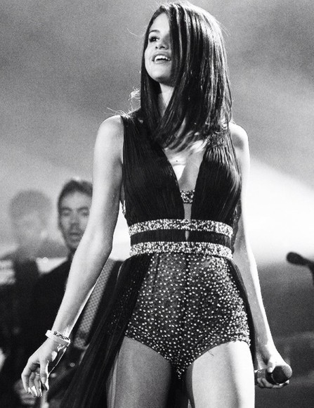 celebrity dress celebrity dresses selena gomez long evening dresses long prom dresses prom dress prom dresses play suit dress play suit dressés little black dress long black dresses long black gowns gowns brunette tanned girl long prom dress glitter dress glittery sh