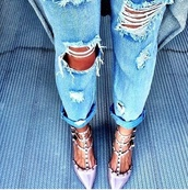 jeans,pants,ripped jeans,ripped light jeans,fashion,style,shoes,stilettos,pumps,spikes