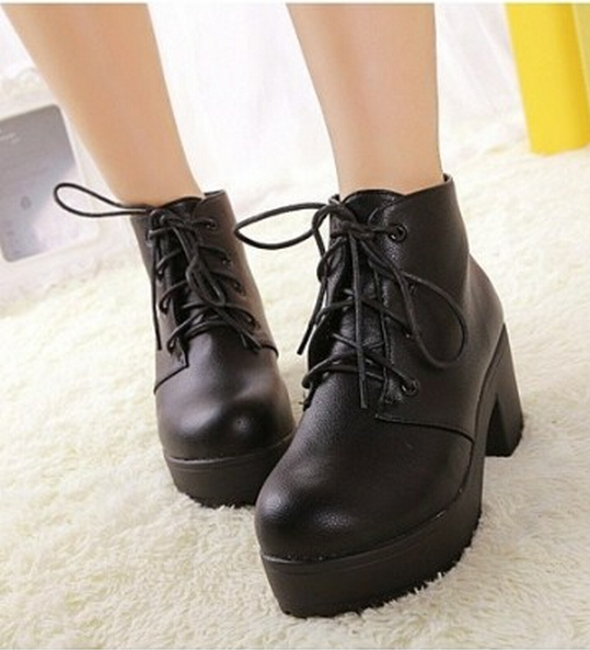 Retro Lace up Platform Chunky Sole Ankle Boots/Shoes in Black/White