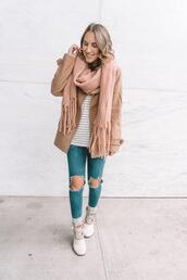 twenties girl style,blogger,t-shirt,scarf,socks,shoes,cardigan,fall outfits,duck boots,beige coat
