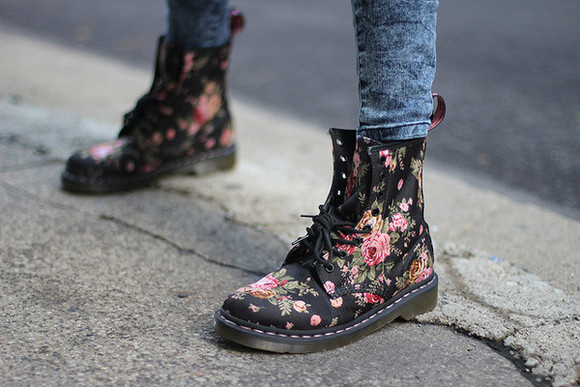 shoes combat boots floral DrMartens floralprint black flowers