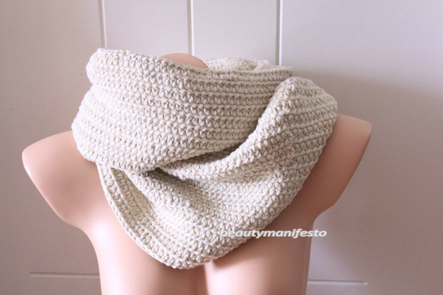 Soft off white infinity scarf,chunky scarf in cream, crochet scarf in off white color