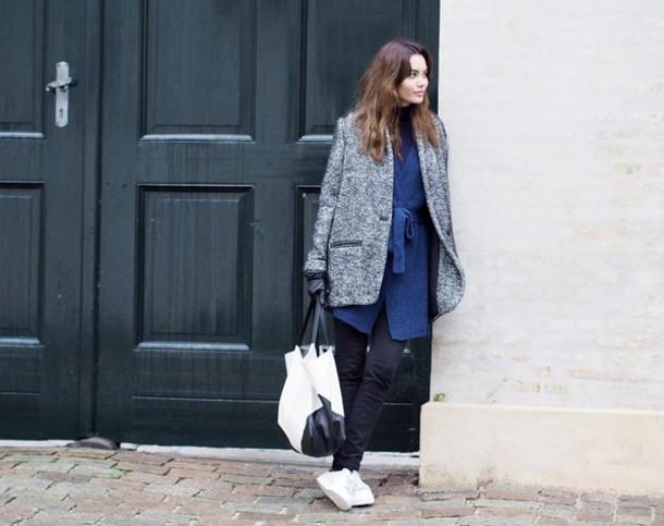 by funda blogger grey coat blue dress handbag