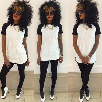 t-shirt curly hair jordans jordan heels natural hair black girls killin it septum piercing red lipstick chain shirt leggings black and white dope platted