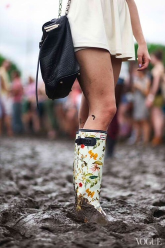 shoes cute wellies bag festival hunter boots girly wishlist black leather chain pattern boots rain spring flowers print funny