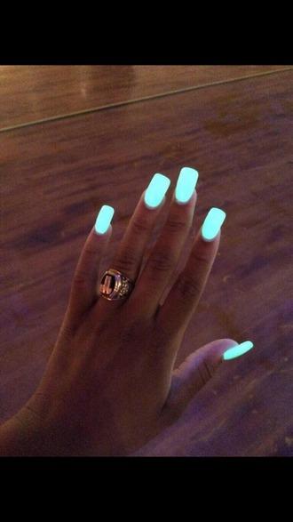 nail polish turqoise glow in the dark