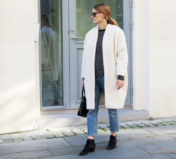 sara strand blogger jeans bag sunglasses