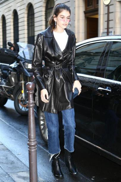 jeans model off-duty streetstyle paris fashion week paris fashion week 2018 fashion week fashion week 2018 boots trench coat top sunglasses kaia gerber