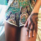 indie,gypsy,shorts,printer,hipster,henna,fabric,paisley,70s style,1970,vintage,boho,retro,aztecshorts,summer shorts,highwastedshorts