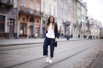 fashion agony blogger cardigan white t-shirt navy cropped pants
