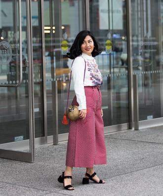 mimi & chichi blog blogger blouse pants shoes round bag sandals mid heel sandals wide-leg pants spring outfits