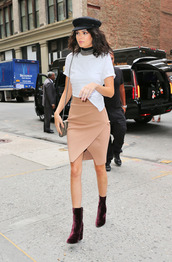 skirt,NY Fashion Week 2016,kendall jenner,boots,hat,top,kardashians,streetstyle,model off-duty,choker necklace,overlap,asymmetrical skirt,asymmetrical,shoes,jewels,keeping up with the kardashians,model,silver choker,metal choker,black hat,cap,kendall jenner style,newsboy hat,cabby hat,fisherman cap
