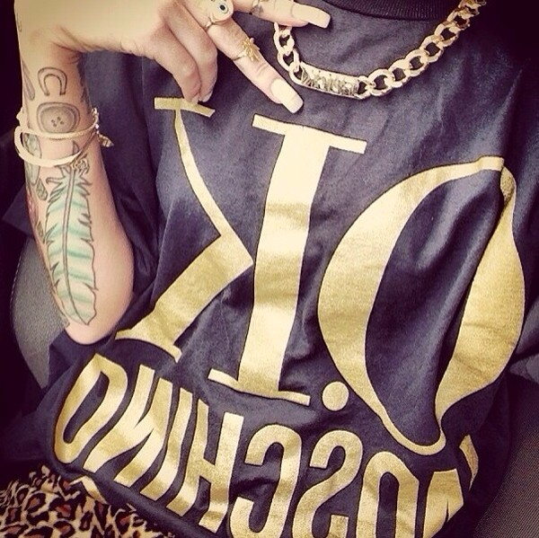t-shirt gold black ok moschino swag jewels shirt chain