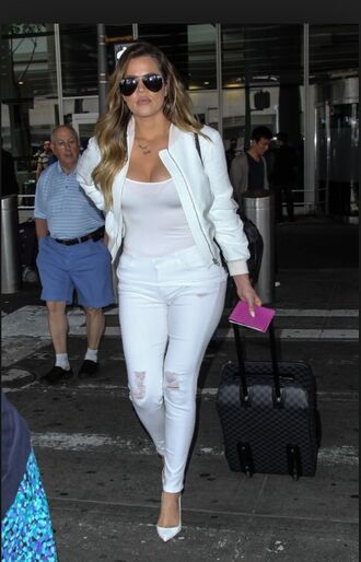 jeans all white everything sunglasses black white white jacket white t-shirt white jeans white pants suitcase heels white heels ripped jeans distressed jeans tank top fashion haute couture sexy high heels hot hot pants girly cute khloe kardashian keeping up with the kardashians necklace accessories style blonde hair handbag bomber jacket white bomber airport airport fashion see through zipper white and black outfit