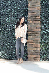 outfits&outings,blogger,shirt,jeans,bag,shoes,shoulder bag,grey jeans,skinny jeans,ankle boots