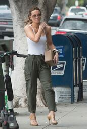 pants,kate beckinsale,heels,high heels,top,white,white top,sandals,sandal heels,shoes,summer,summer outfits,bag,sunglasses
