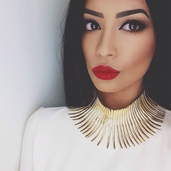 jewels luxury clothes red lipstick arched eyebrows beautiful gold