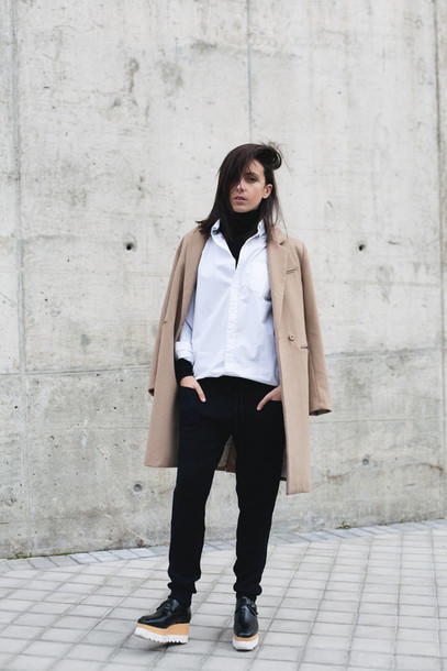 lucitisima blogger white shirt camel coat black pants creepers