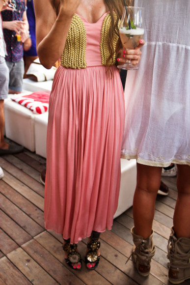 dress pink pink dress pink and gold dress gold chain gold chain chain dress pink and gold chain dress maxi dress formal dress party dress clothes boho dress gold dress strapless dress maxi pink maxi