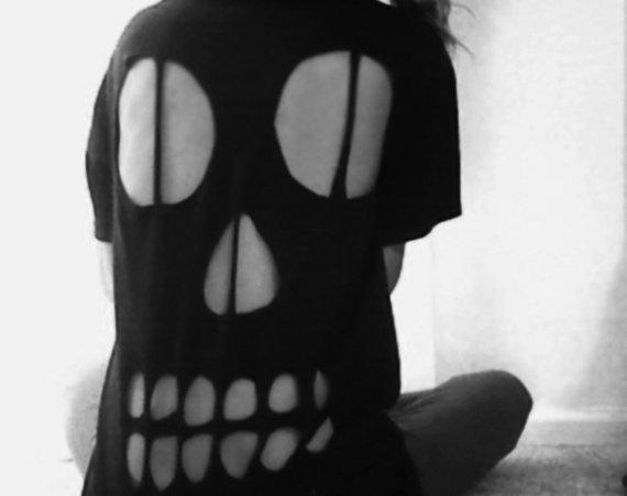 Skull cut out t shirt par doubletakee sur etsy